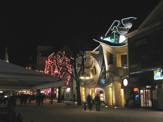 The crooked House By Night