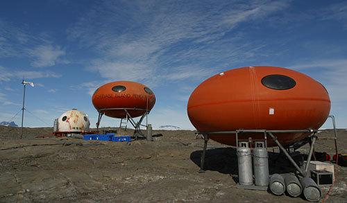 Futuro, Googie, Bechervaise Island, Antarctica - By cosrologist