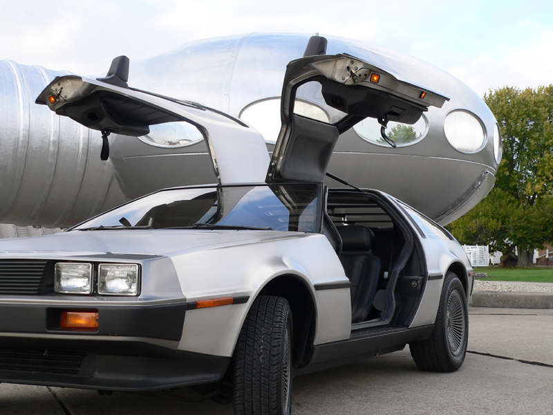 Futuro, Carlisle, OH, USA With Delorean