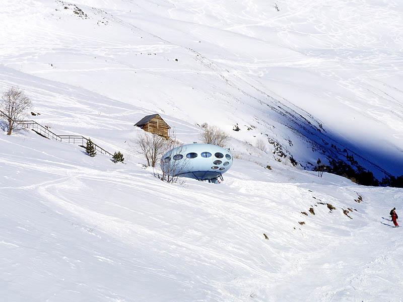 Futuro, Dombai, Russia - Novikov Feb 2004 3