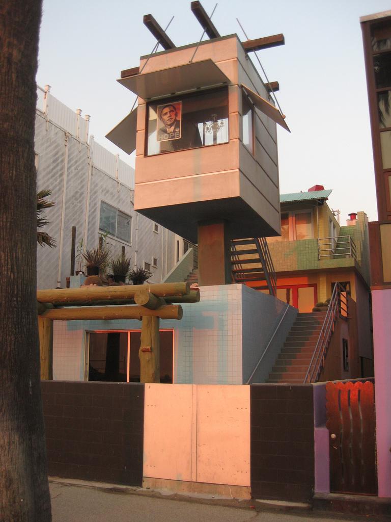 Frank O. Gehry Beach House, Venice Beach, CA, USA - Alt 1